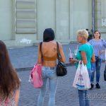 Тату колибри и цветы на правой лопатке стройной женщины - Уличная татуировка 14.09.2020 – tatufoto.com 1