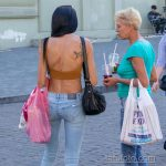 Тату колибри и цветы на правой лопатке стройной женщины - Уличная татуировка 14.09.2020 – tatufoto.com 3