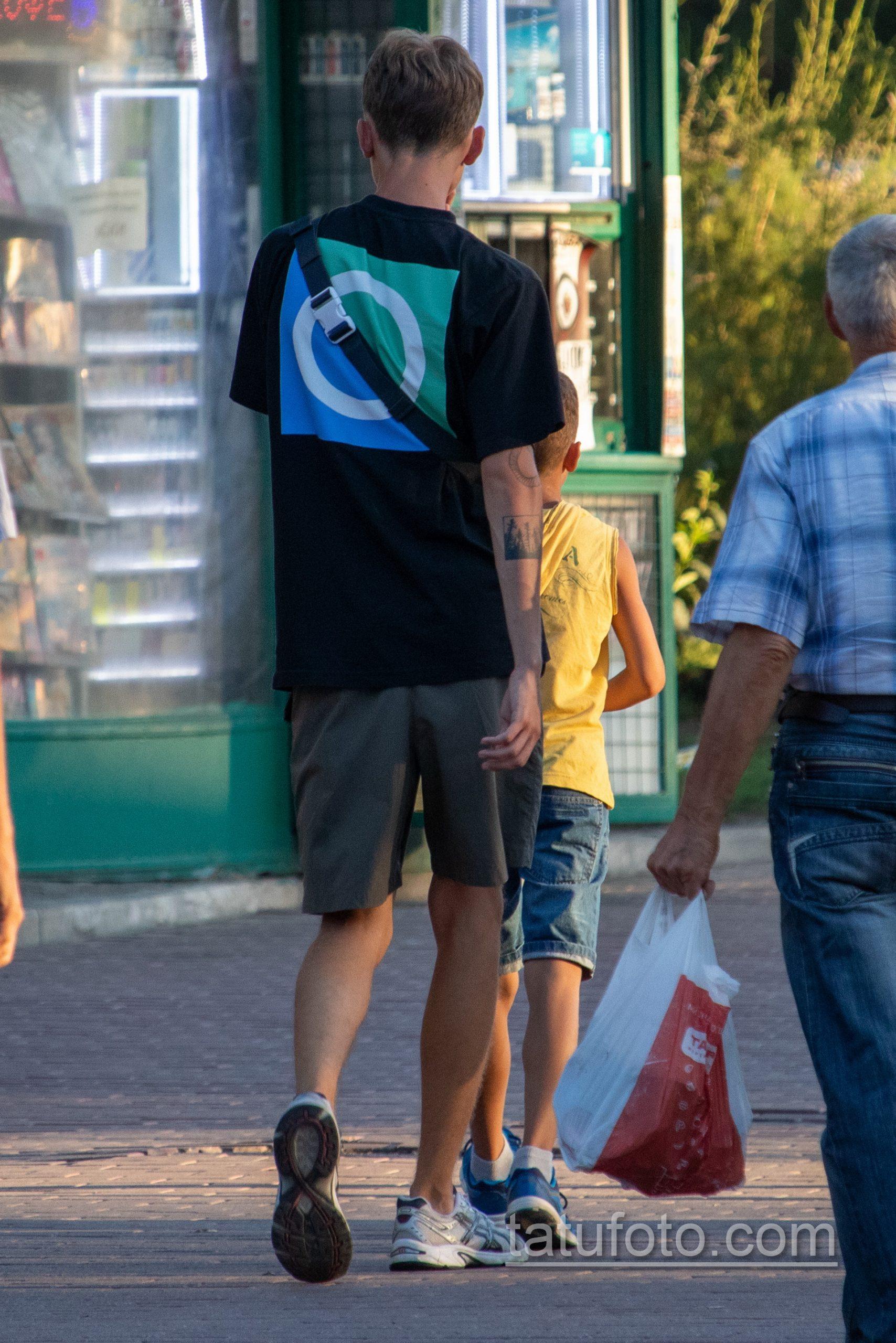 Тату лес в квадрате на руке парня - Уличная татуировка 14.09.2020 – tatufoto.com 5