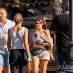 Тату летающая тарелка и инопланетяне на левой руке девушки - Уличная татуировка 14.09.2020 – tatufoto.com 1