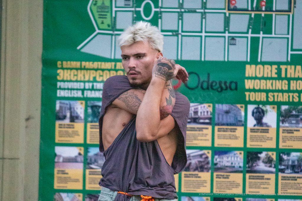 Тату магнитофон на кулаке парня --Уличная тату-street tattoo-21.09.2020-tatufoto.com 2