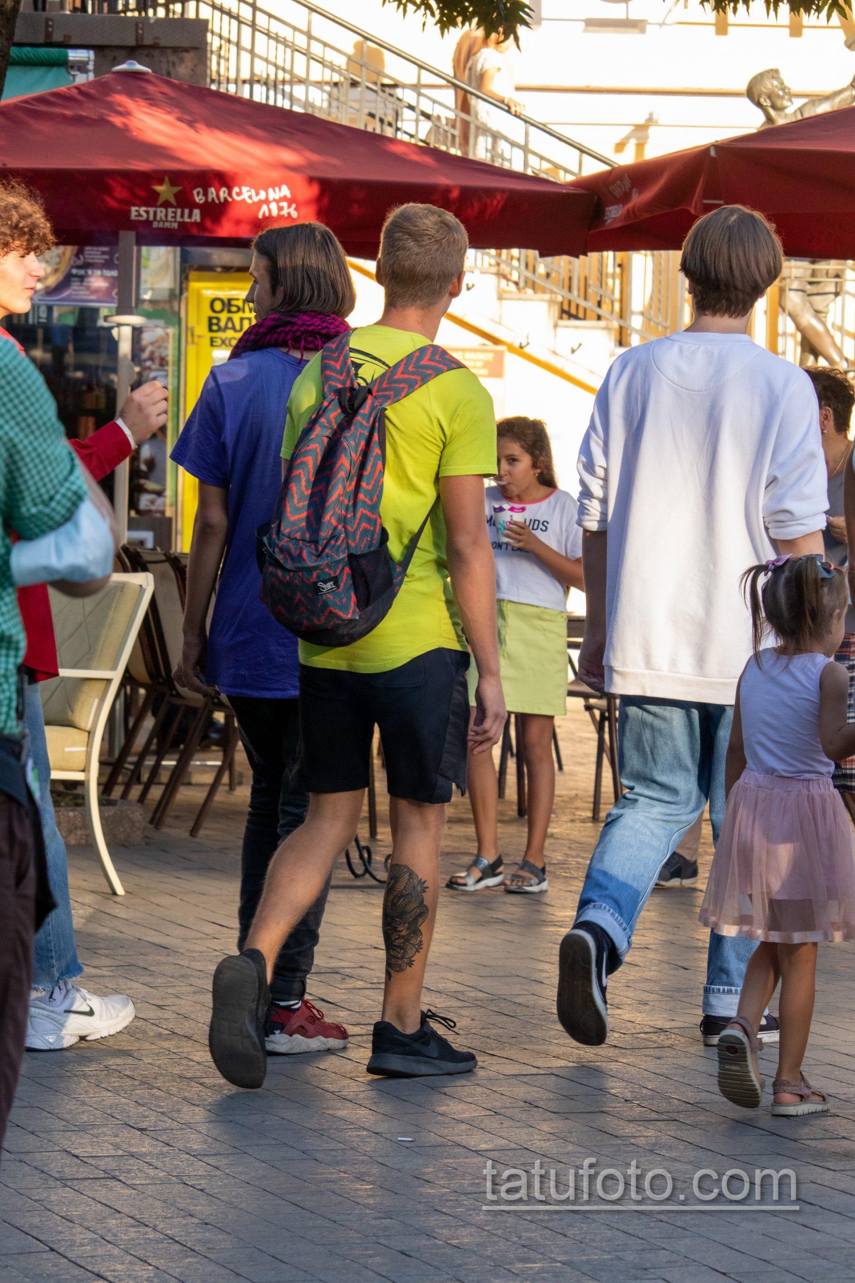 Тату маска японского демона и кобра внизу ноги парня – Уличная татуировка 14.09.2020 – tatufoto.com 4