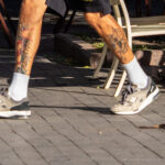 Тату маяк и морда демона на ноге парня – Уличная татуировка (street tattoo)-29.09.2020-tatufoto.com 2