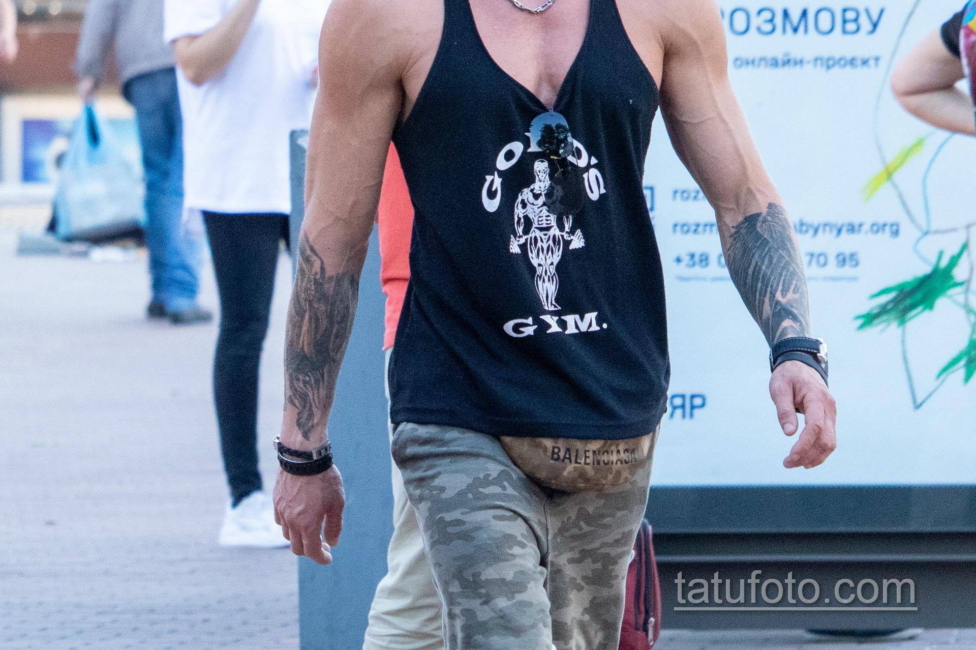 Тату надпись UNIVERSUM на руке мужчины - Уличная татуировка 14.09.2020 – tatufoto.com 12
