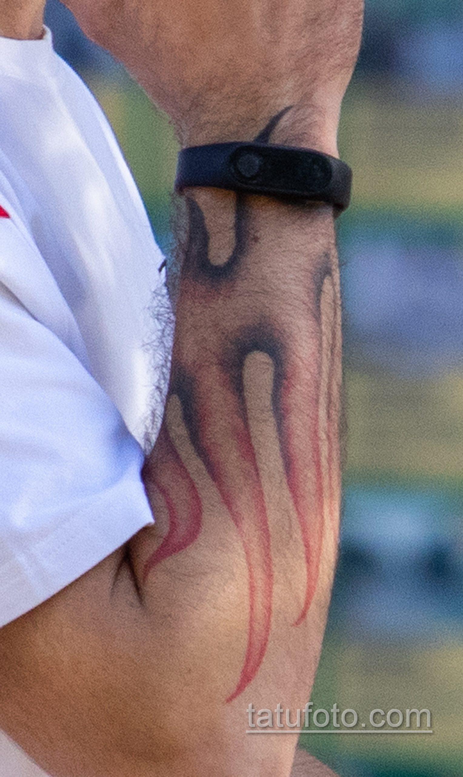 Тату пламя – руны и надпись на руках у парня – Уличная татуировка 14.09.2020 – tatufoto.com 2