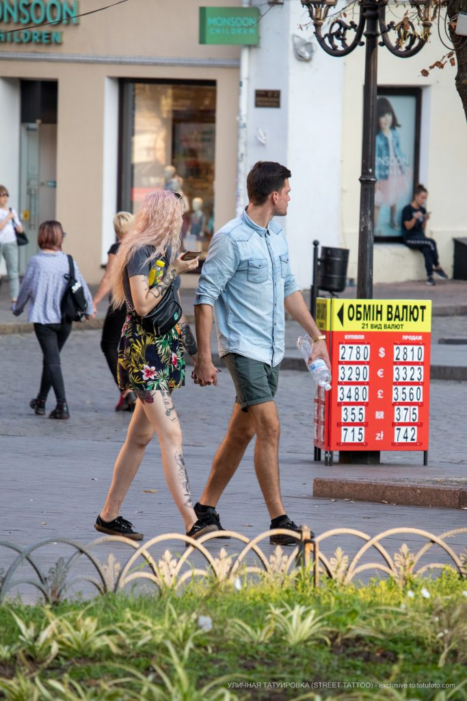 Тату портрет мужчины на ноге и змея на руке у девушки --Уличная тату-street tattoo-21.09.2020-tatufoto.com 1