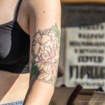 Тату роза и цветы на руке девушки -Уличная тату-street tattoo-21.09.2020-tatufoto.com 3