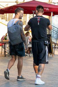 Тату рукав с перьями и компасом у парня --Уличная тату-street tattoo-21.09.2020-tatufoto.com 3
