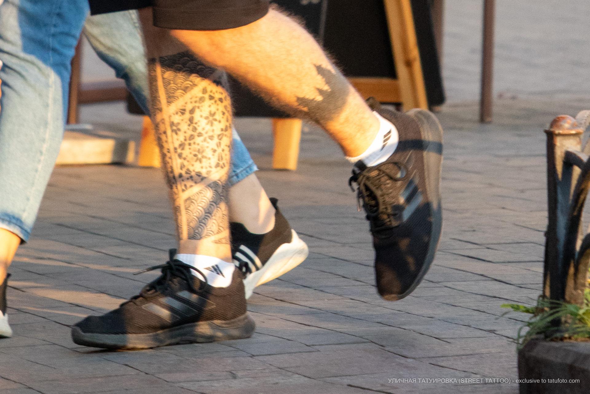 Тату силуэт леса и узоры внизу ноги парня – 17.09.2020 – tatufoto.com 3
