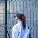 Тату скорпион за ухом девушки и надпись на шее – СИЯЙ – 17.09.2020 – tatufoto.com 5