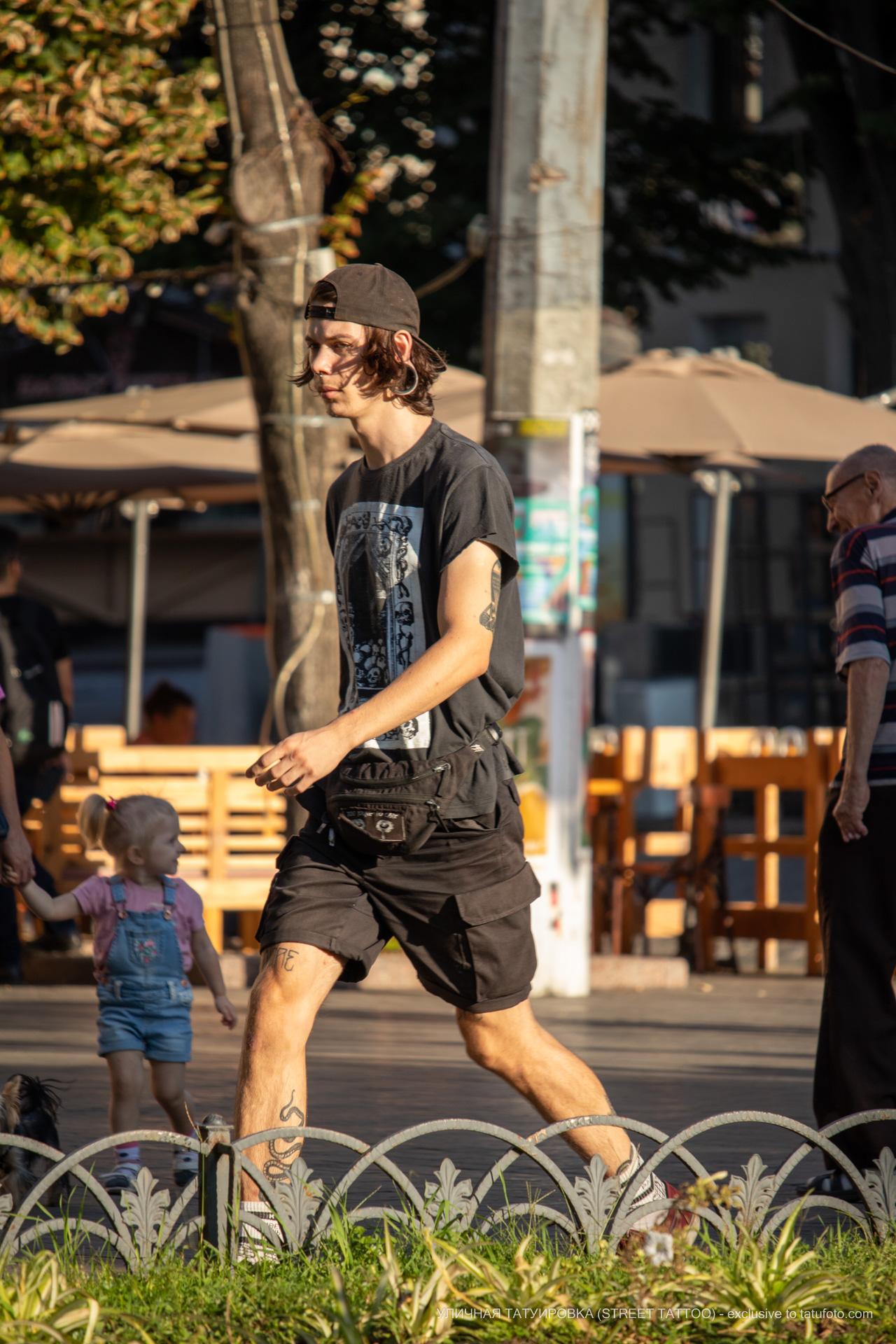 Тату со змеей внизу ноги парня – 17.09.2020 – tatufoto.com 5