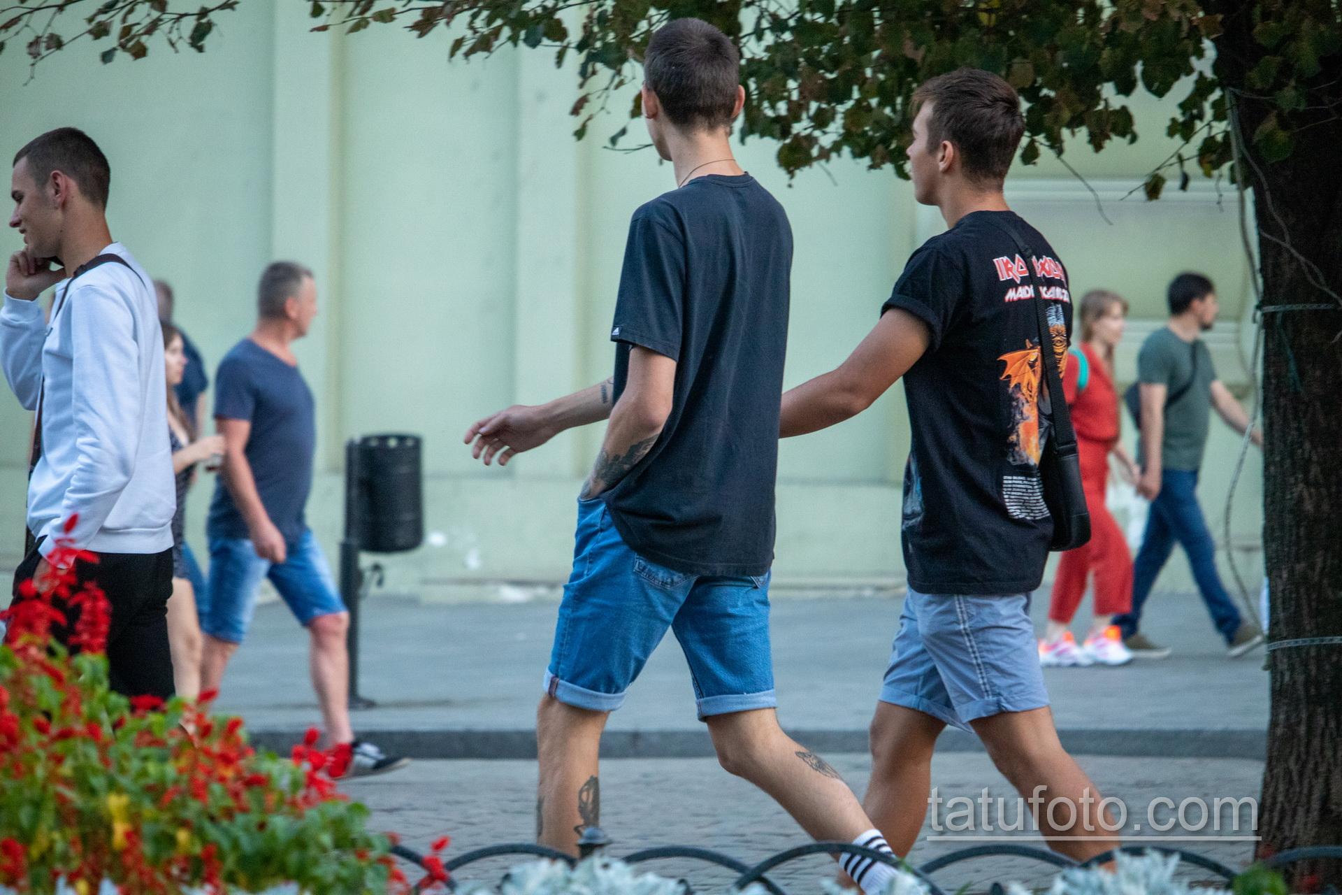 Тату с волком внизу ноги парня – Уличная татуировка 14.09.2020 – tatufoto.com 3
