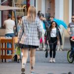 Тату с двумя геральдическими лилиями внизу ноги девушки – Уличная татуировка (street tattoo)-29.09.2020-tatufoto.com 2