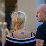 Тату с короной на спине девушки ниже шеи – Уличная татуировка (street tattoo)-29.09.2020-tatufoto.com 2