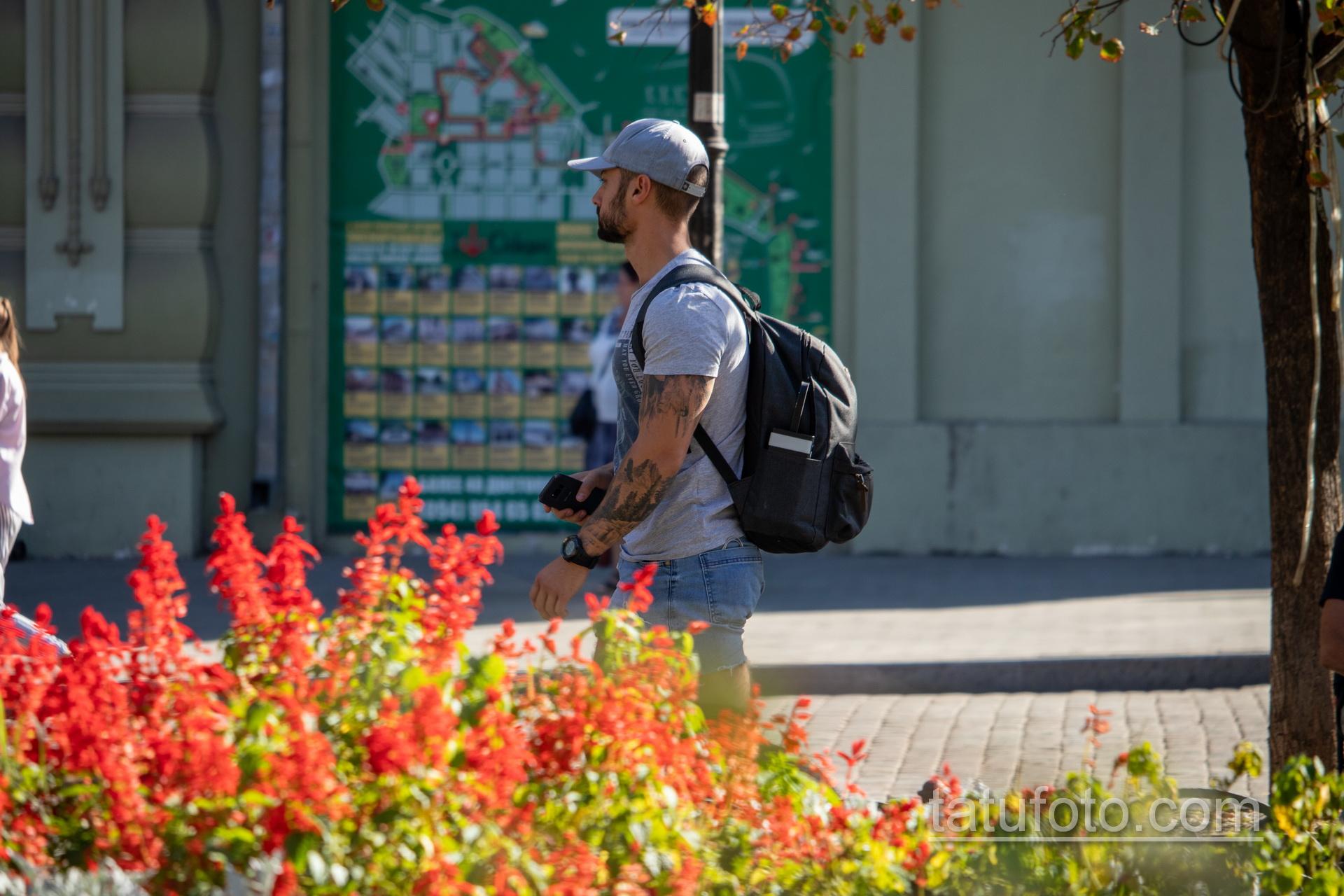 Тату с лесом – горами и птицами в рукаве у парня - Уличная татуировка 14.09.2020 – tatufoto.com 5