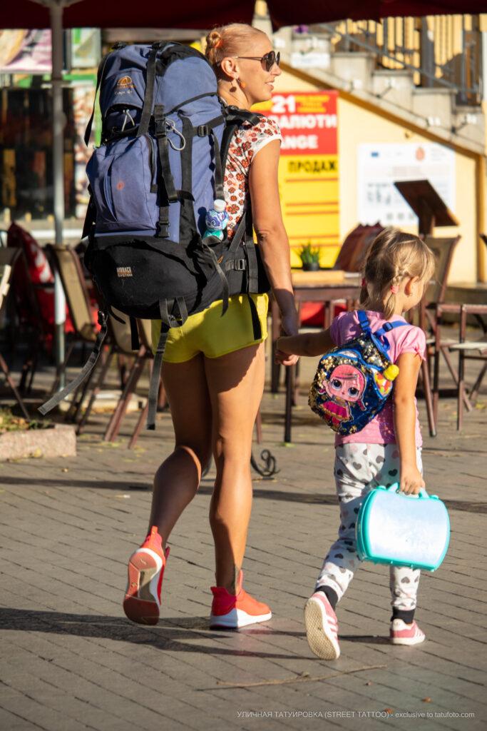 Тату с маленьким цветком внизу ноги девушки – Уличная татуировка (street tattoo)-29.09.2020-tatufoto.com 1