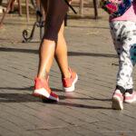 Тату с маленьким цветком внизу ноги девушки – Уличная татуировка (street tattoo)-29.09.2020-tatufoto.com 2