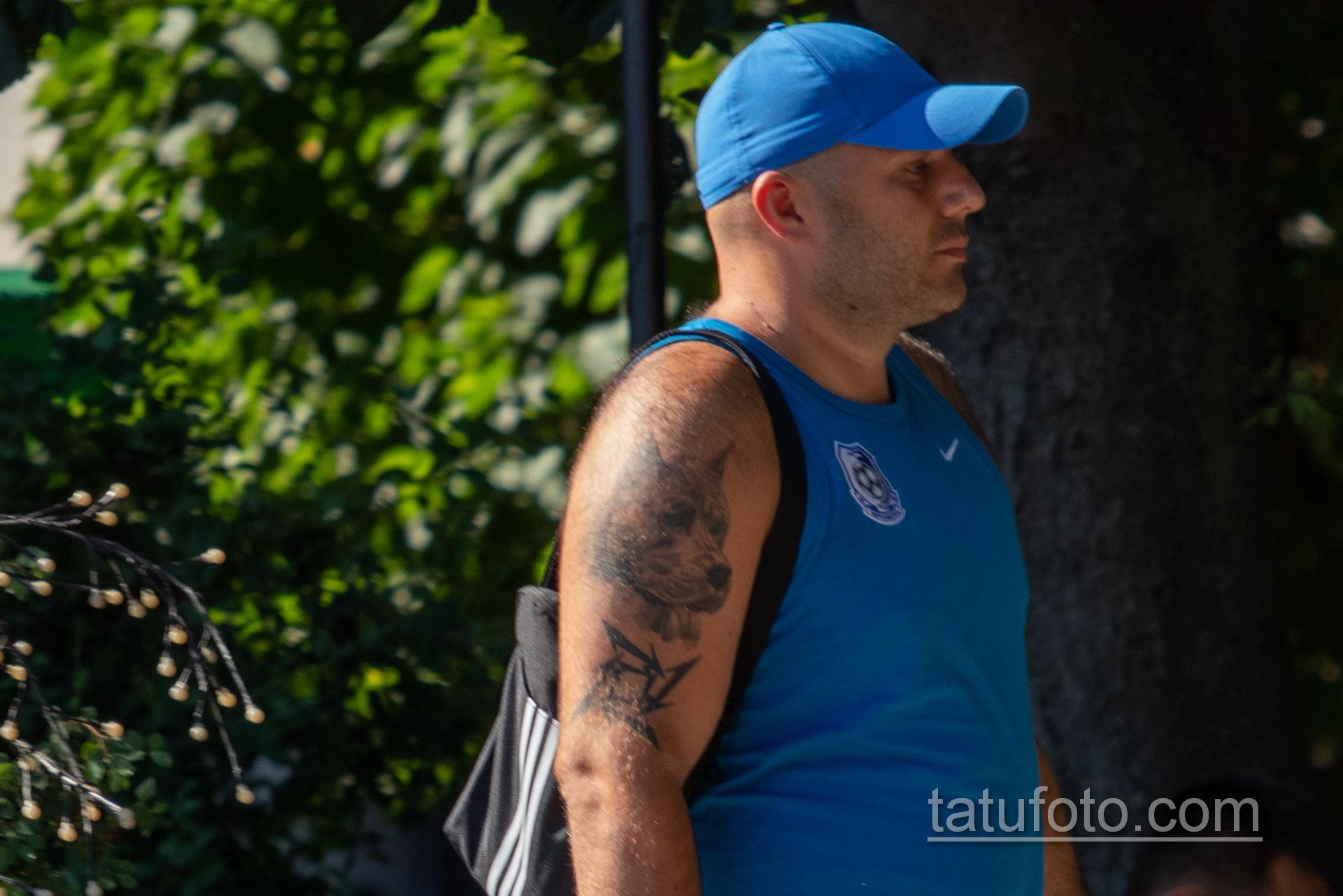 Тату с мордой Пита на правом плече мужчины – Уличная татуировка 14.09.2020 – tatufoto.com 6