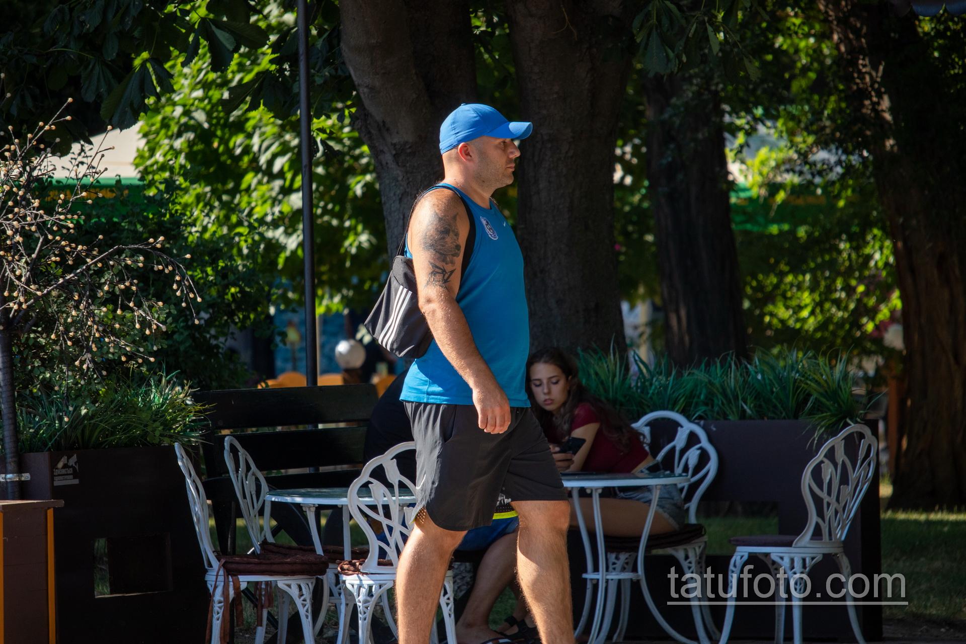 Тату с мордой Пита на правом плече мужчины – Уличная татуировка 14.09.2020 – tatufoto.com 7