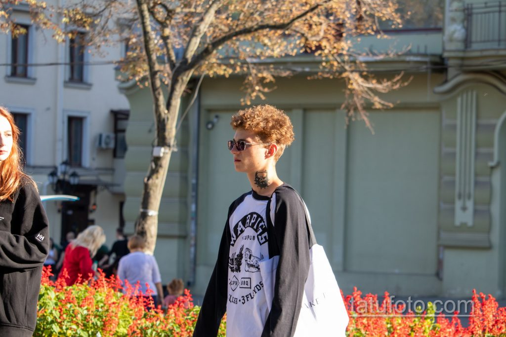 Тату с мордой Пит Буль Терьера – ТАТУ ПИТБУЛЬ на шее молодого парня – tatufoto.com 1