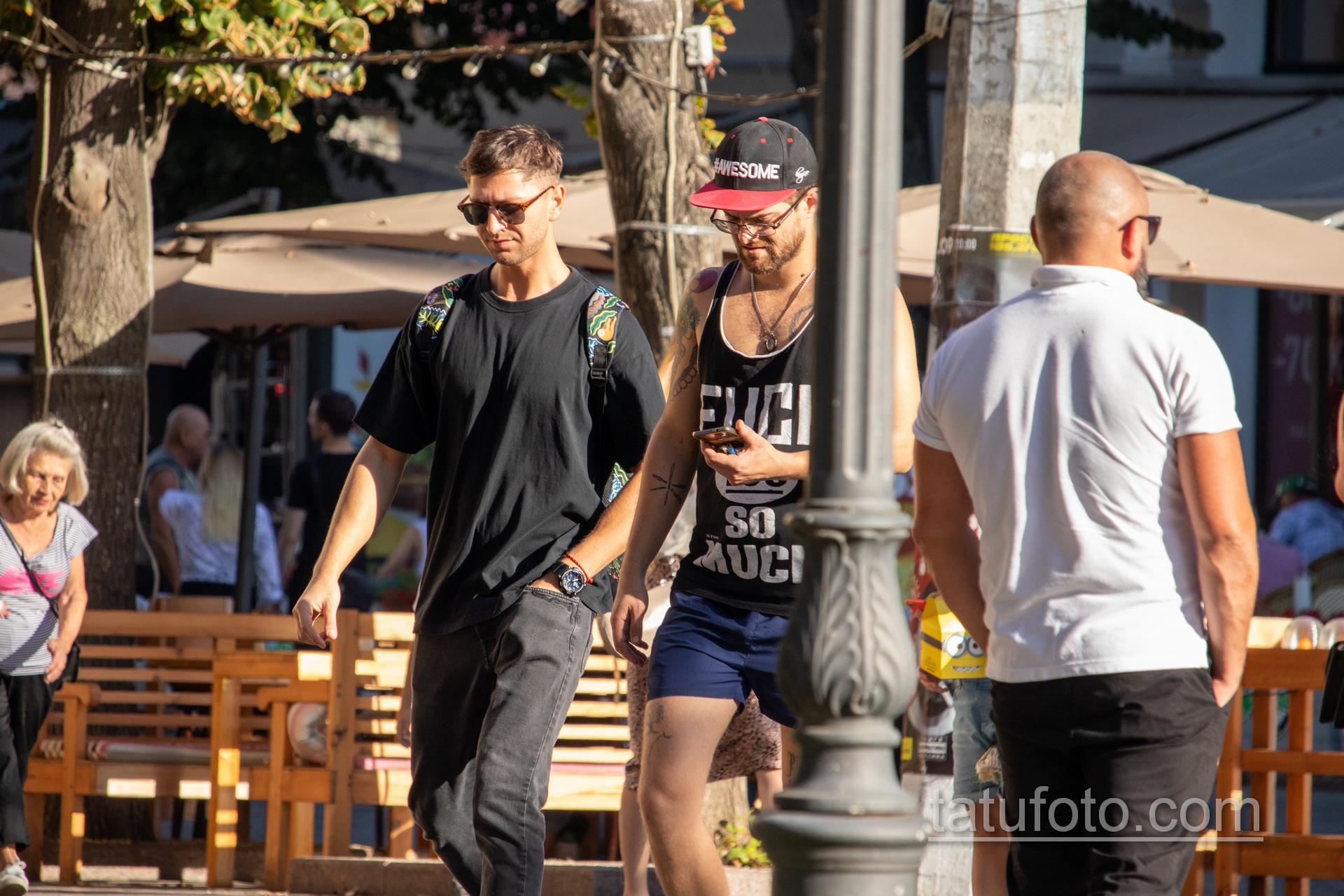 Тату с ножами на изгибе руки парня – Уличная татуировка 14.09.2020 – tatufoto.com 7