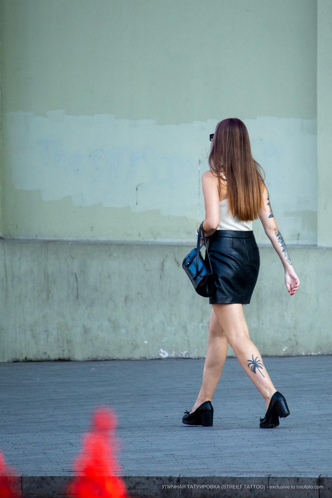 Тату с пальмой внизу левой ноги девушки – 17.09.2020 – tatufoto.com 8
