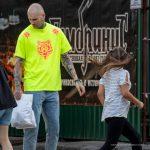 Тату с песочными часами на шее и страшная морда на руке мужчины --Уличная тату-street tattoo-21.09.2020-tatufoto.com 9