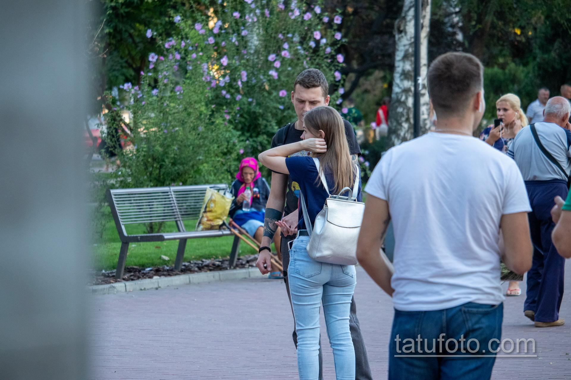 Тату с планетой и маори узоры на руках парня - Уличная татуировка 14.09.2020 – tatufoto.com 1
