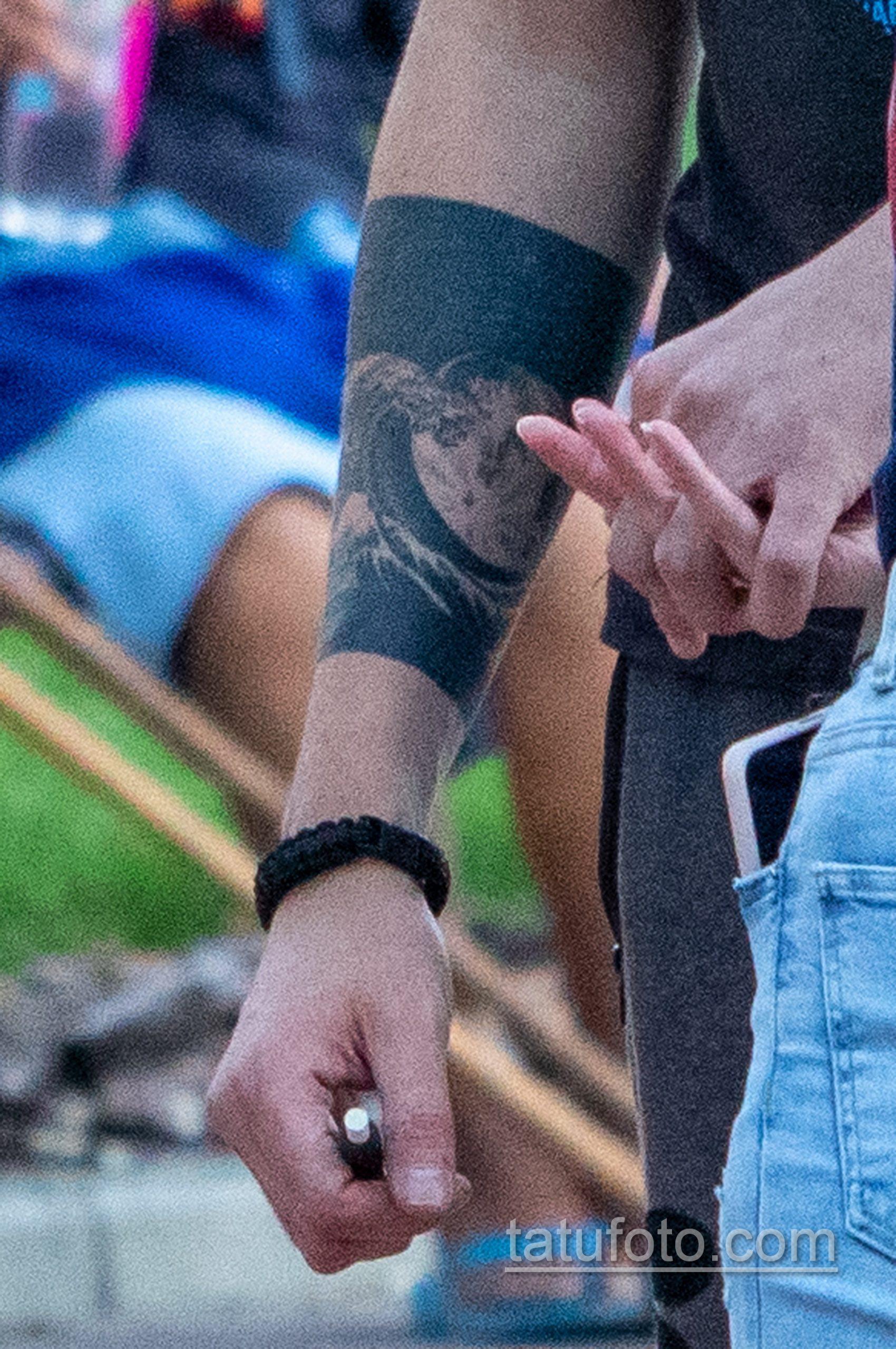 Тату с планетой и маори узоры на руках парня - Уличная татуировка 14.09.2020 – tatufoto.com 2