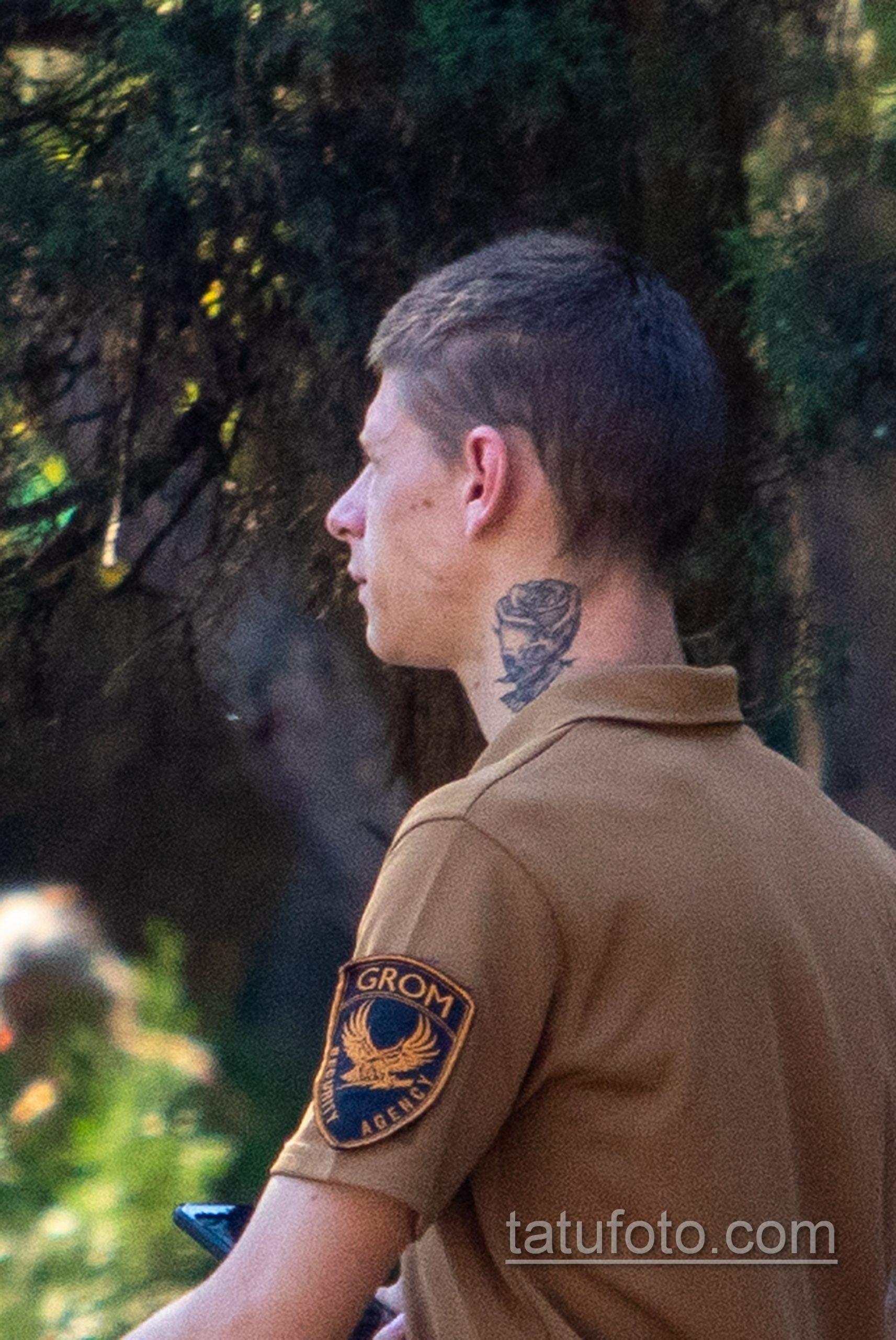 Тату с розой на руке и шее охранника в парке – Уличная татуировка 14.09.2020 – tatufoto.com 13