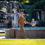 Тату с розой на руке и шее охранника в парке – Уличная татуировка 14.09.2020 – tatufoto.com 3