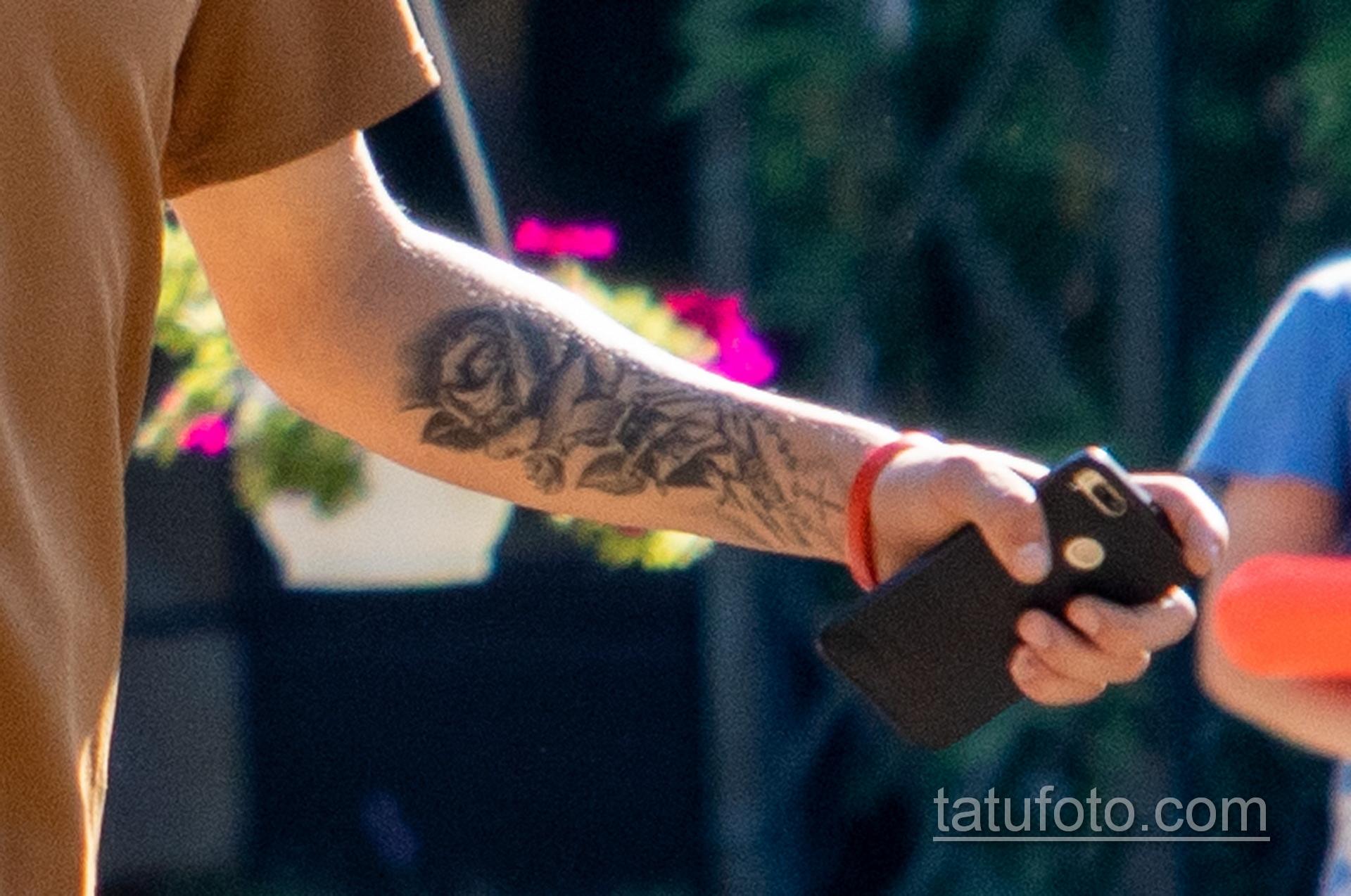 Тату с розой на руке и шее охранника в парке – Уличная татуировка 14.09.2020 – tatufoto.com 4