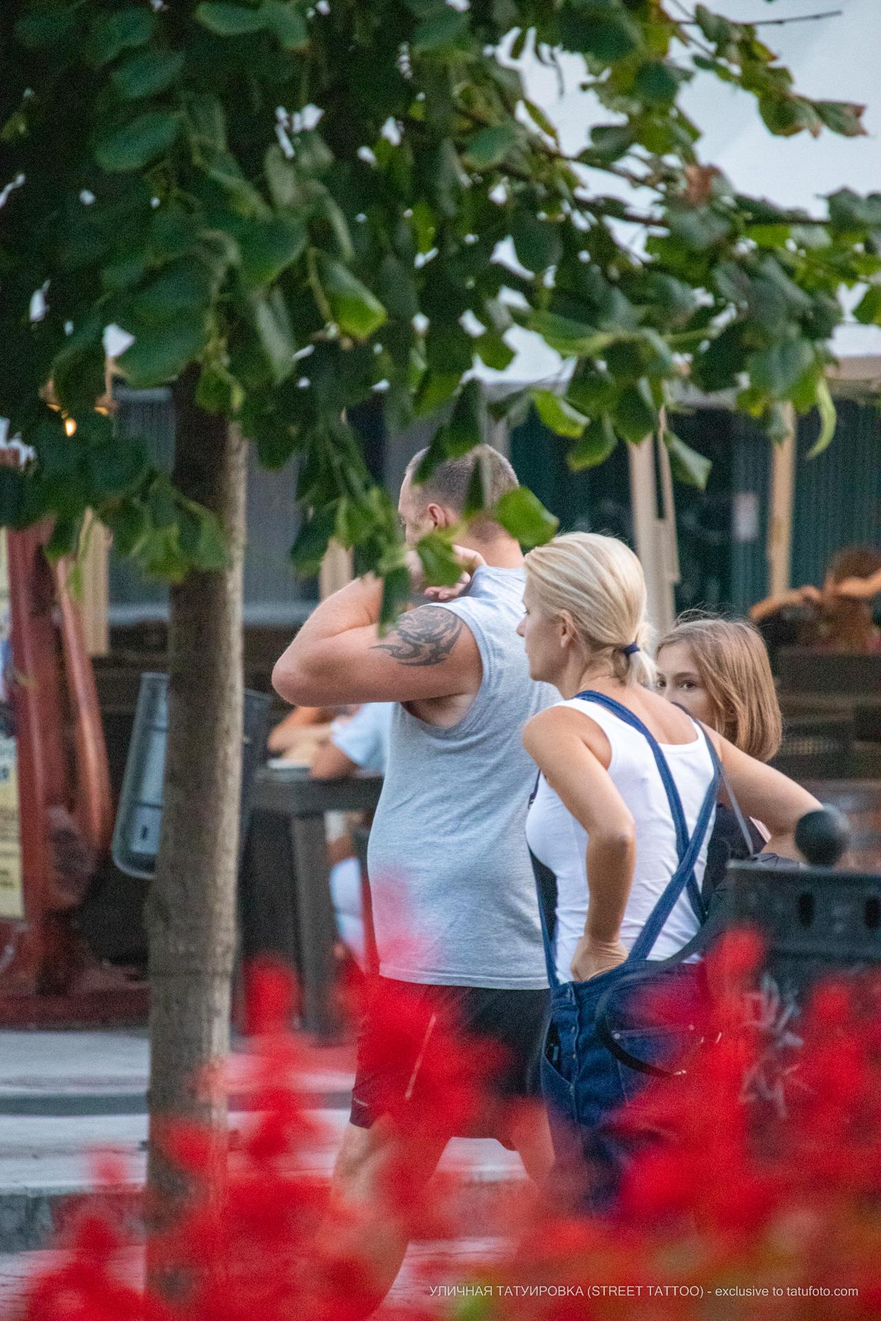 Тату с трайбл узорами на левом плече мужчины – 17.09.2020 – tatufoto.com 3