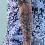 Тату с цветами на левой руке парня – Уличная татуировка 14.09.2020 – tatufoto.com 2