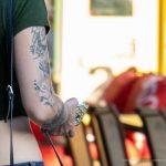 Тату с цветами на правой руке девушки --Уличная тату-street tattoo-21.09.2020-tatufoto.com 2