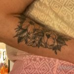 Тату с цветами на правом предплечье женщины - Уличная татуировка 14.09.2020 – tatufoto.com 2
