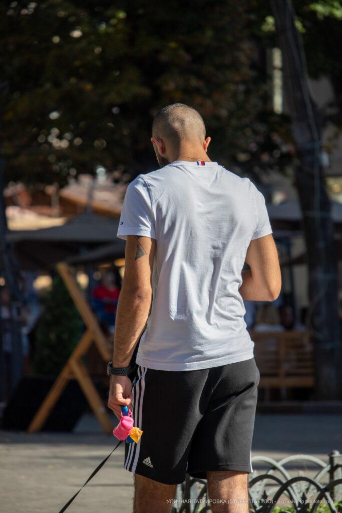 Тату треугольники и линии на левой руке парня девушки – Уличная татуировка (street tattoo)-29.09.2020-tatufoto.com 1