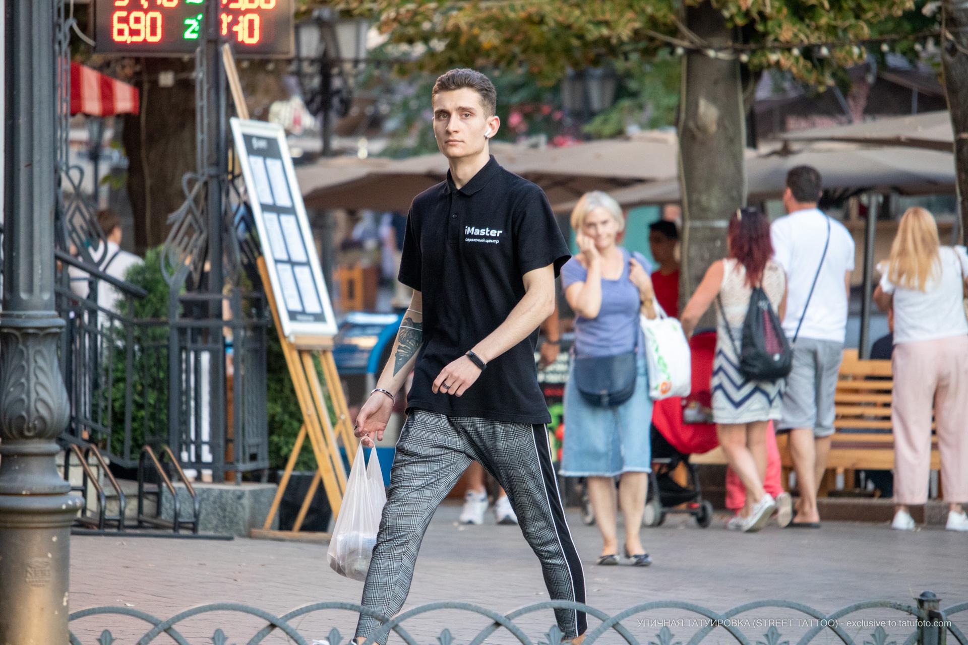 Тату треугольник и лист на правой руке парня – 17.09.2020 – tatufoto.com 3