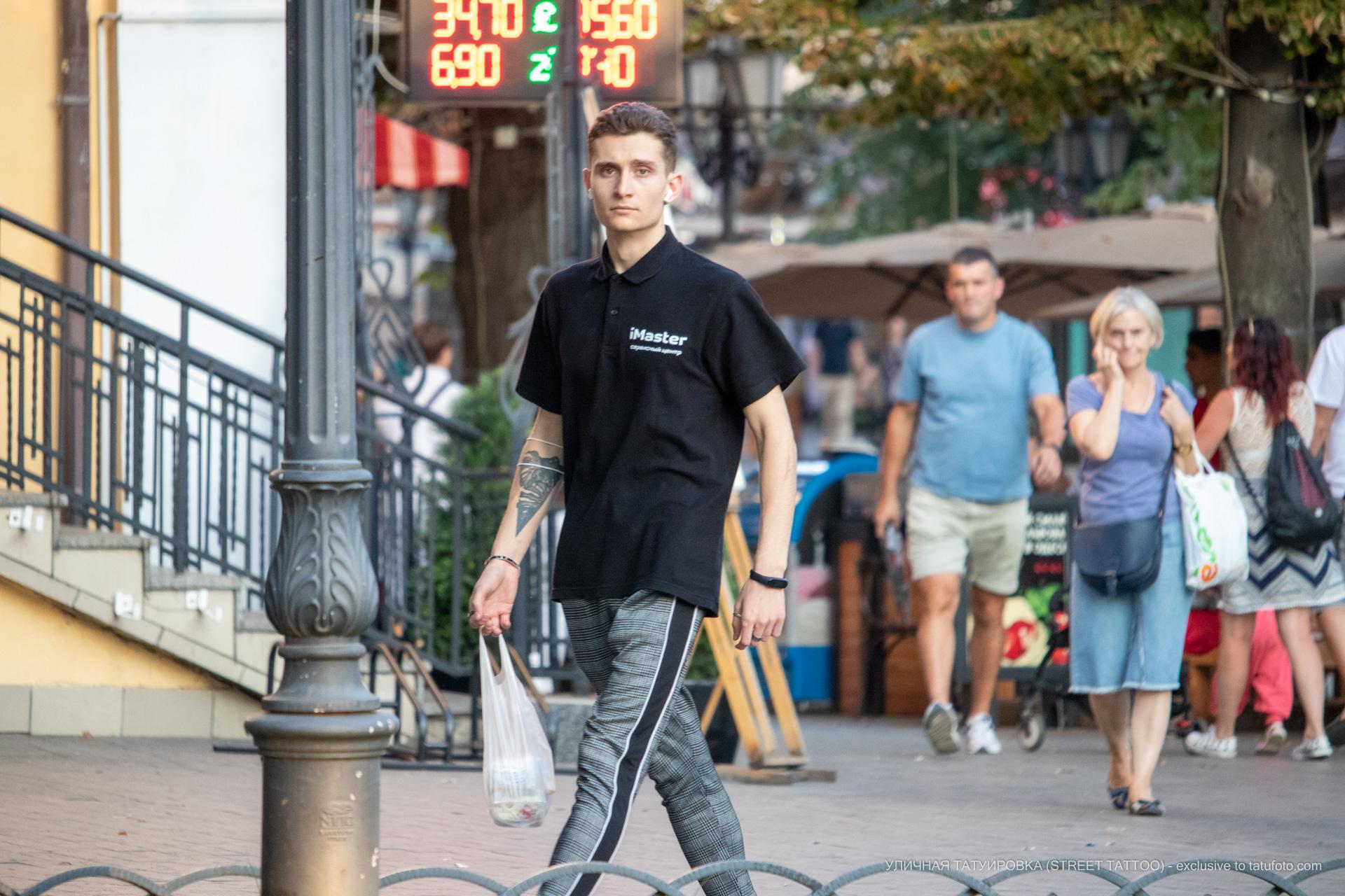 Тату треугольник и лист на правой руке парня – 17.09.2020 – tatufoto.com 4