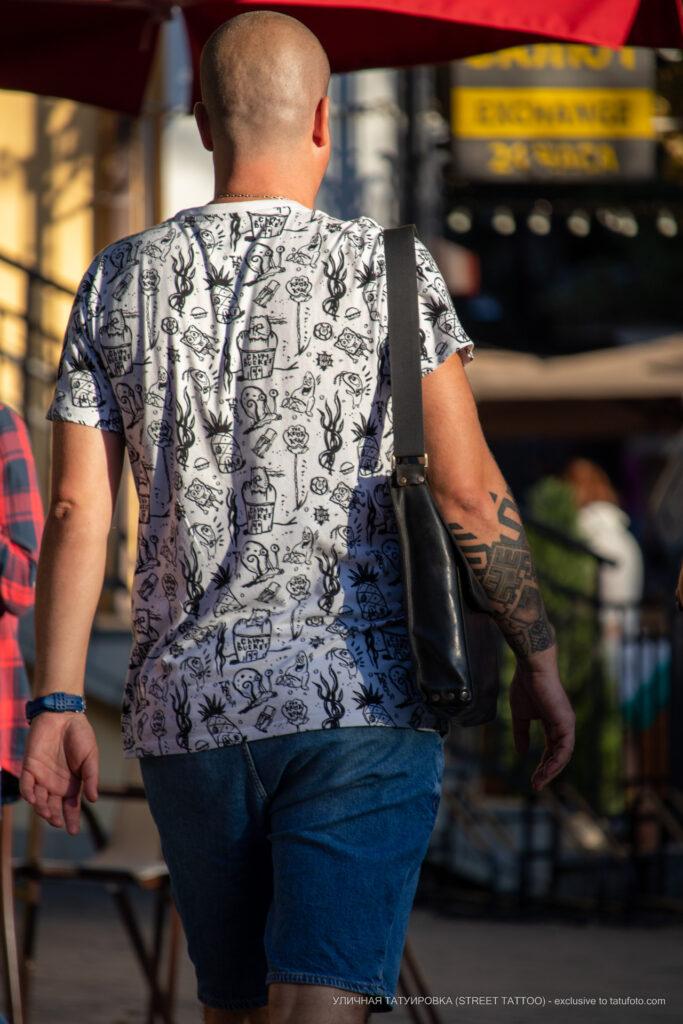 Тату узоры и браслет на правой руке мужчины – Уличная татуировка (street tattoo)-29.09.2020-tatufoto.com 6