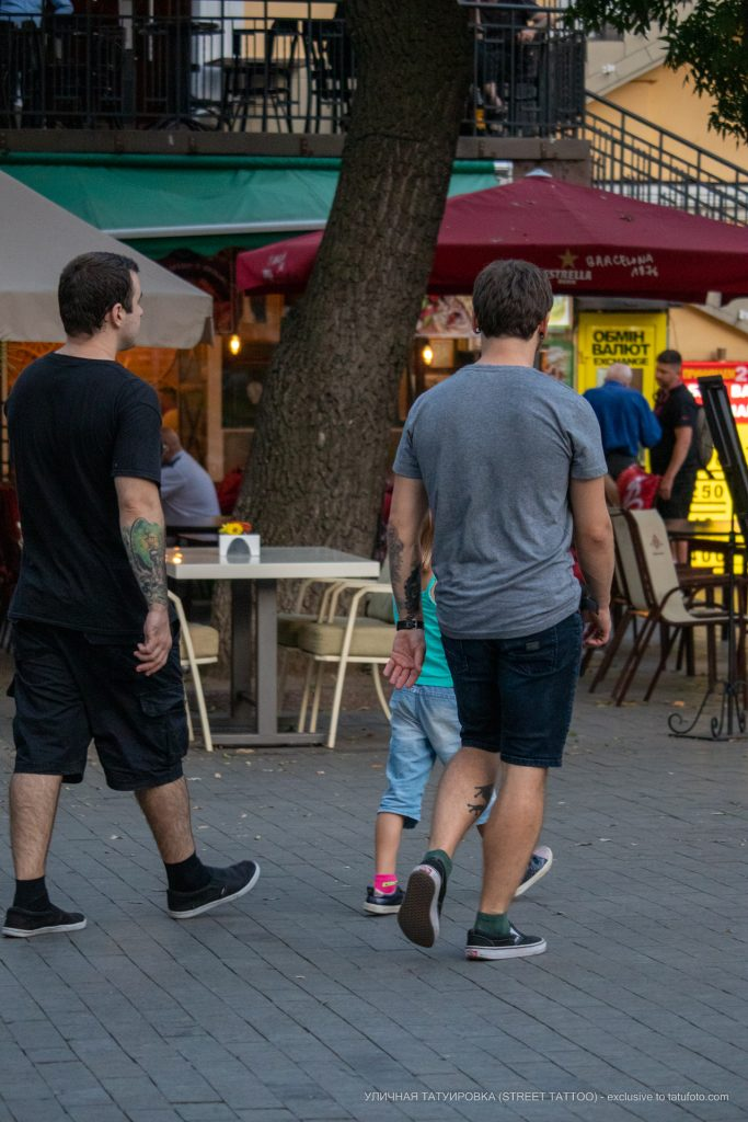 Тату уличный фонарь и портрет на руке парня --Уличная тату-street tattoo-21.09.2020-tatufoto.com 1