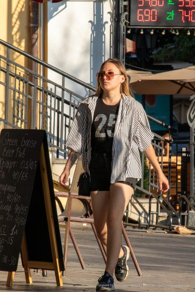Тату цветы и треугольники на запястье девушки --Уличная тату-street tattoo-21.09.2020-tatufoto.com 1