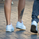 Тату череп и рога внизу ноги девушки – Уличная татуировка (street tattoo)-29.09.2020-tatufoto.com 2