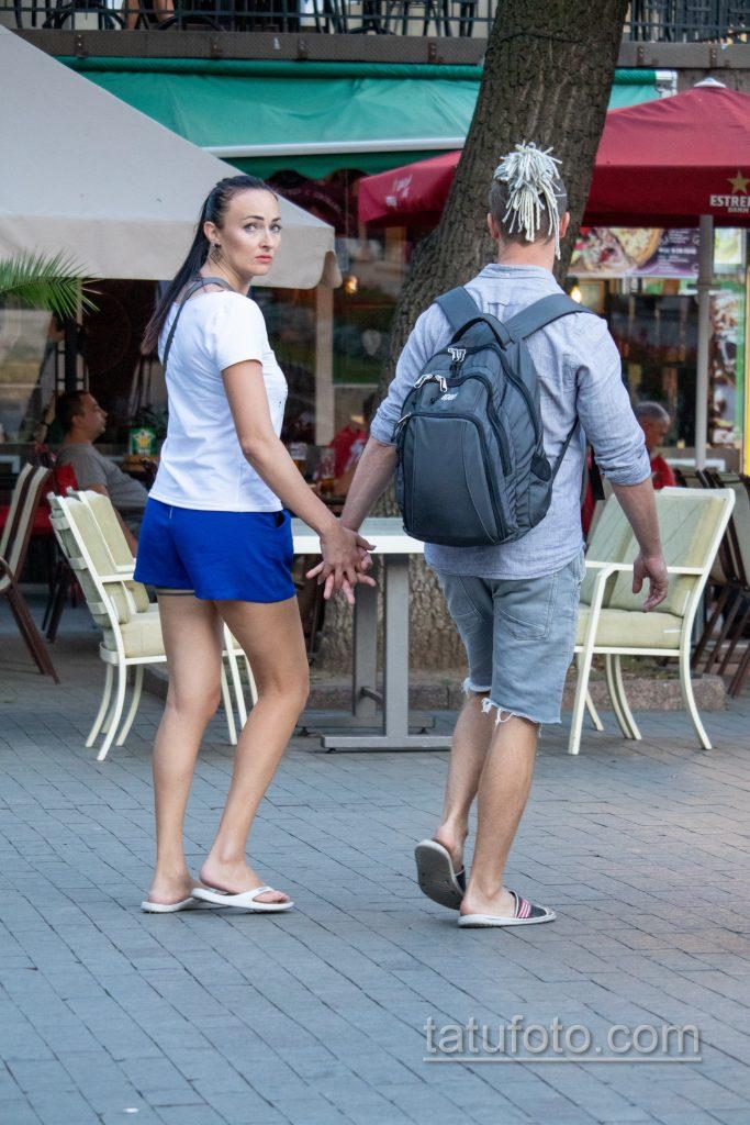 Тату черная полоса под попой девушки и иероглиф на шее сзади возрасте – Уличная татуировка 14.09.2020 – tatufoto.com 2