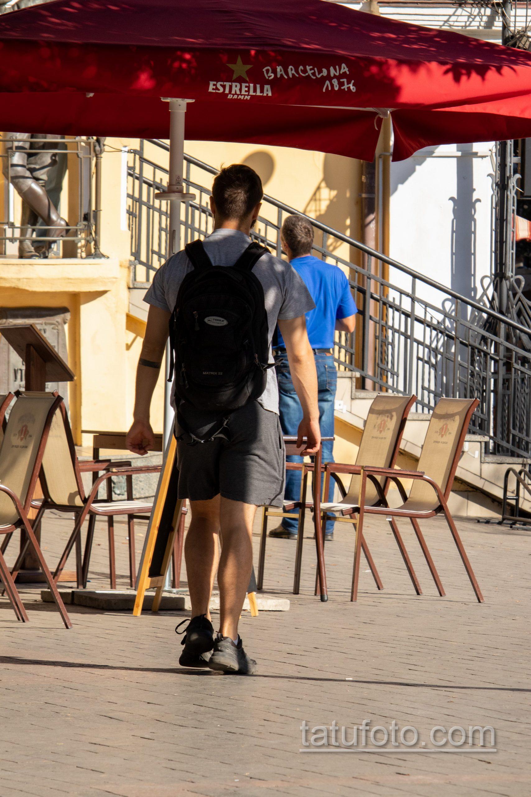 Тату черная полоска браслетом на левой руке парня - Уличная татуировка 14.09.2020 – tatufoto.com 1