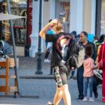Тату 2 точки и кавычка смайлом на руке парня – Уличная татуировка (street tattoo)-29.09.2020-tatufoto.com 2