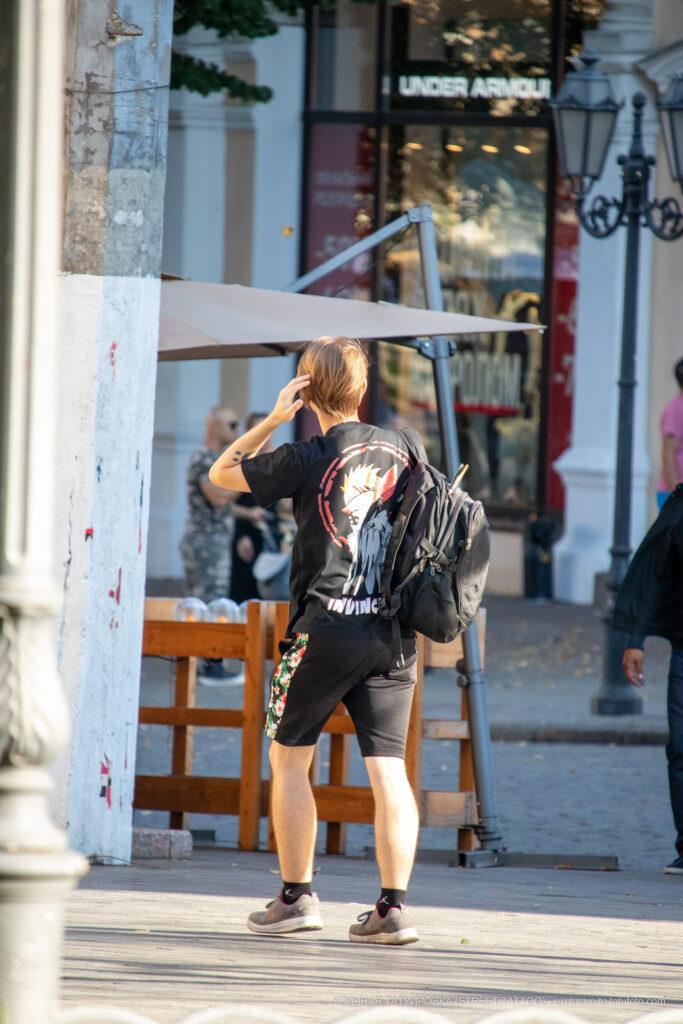 Тату 2 точки и кавычка смайлом на руке парня – Уличная татуировка (street tattoo)-29.09.2020-tatufoto.com 5