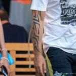 Трайбл узоры в татуировке на правой руке мужчины – 17.09.2020 – tatufoto.com 4