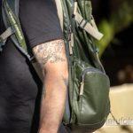 Тюремные тату на теле мужчины – кандалы и надписи - Уличная татуировка 14.09.2020 – tatufoto.com 3