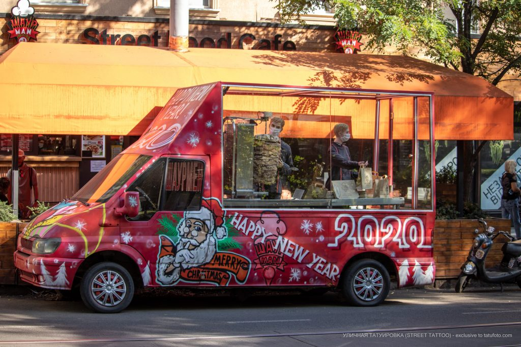 Фото вагончика с шаурмой где продавцы манекены – 17.09.2020 – tatufoto.com 2